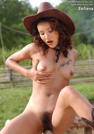 Asian cowgirl Sofiana porks herself vag with glass
