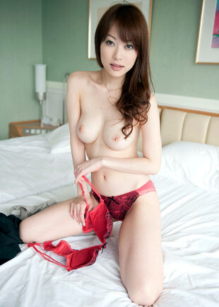 Nude mature chinese mummy with phat crimson hat and fur..